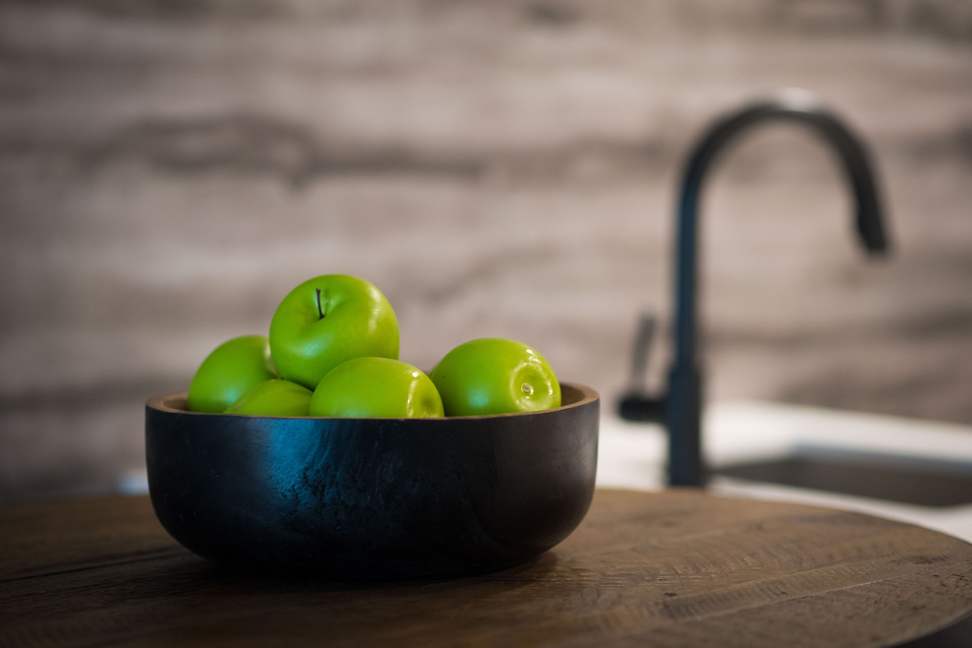 A bowl of green apples on the bar at The Vitagraph Apartments Brooklyn, NY